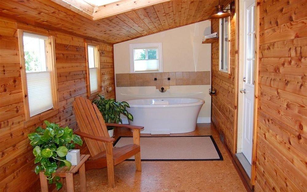 property cottage home farmhouse hardwood bathroom Suite swimming pool