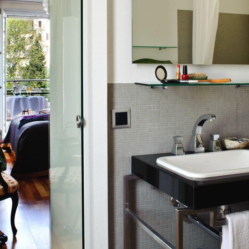 property bathroom home cottage sink flooring Suite
