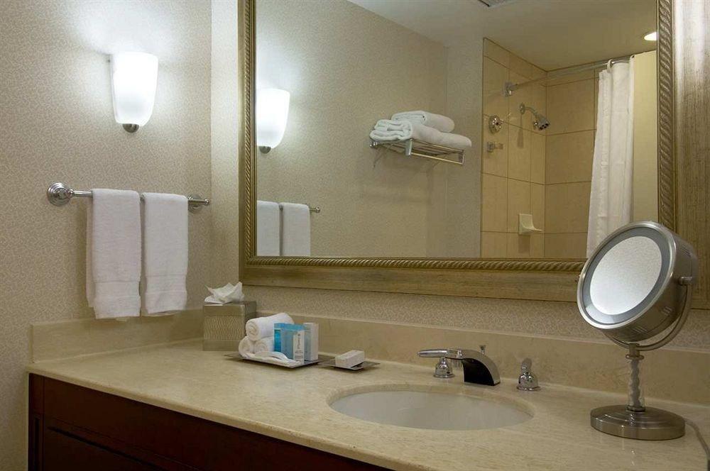 bathroom mirror sink property house home Suite plumbing fixture towel cottage