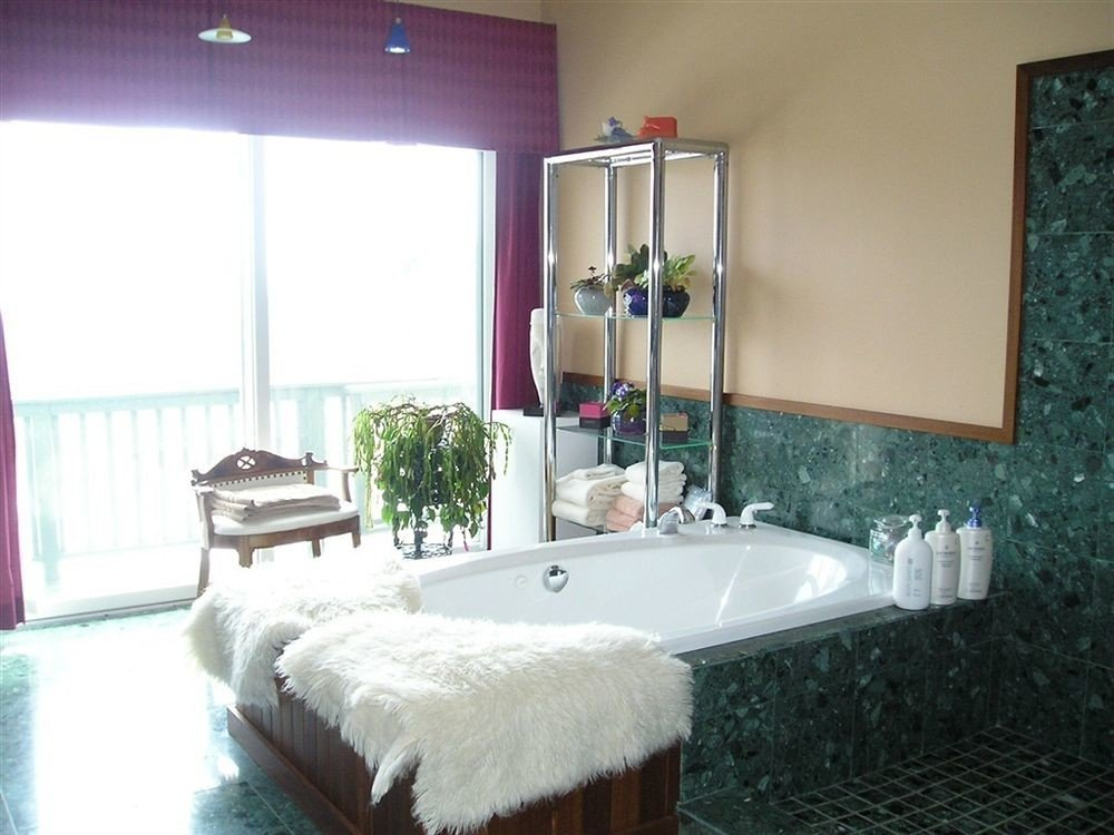 bathroom property swimming pool sink home jacuzzi white Suite cottage