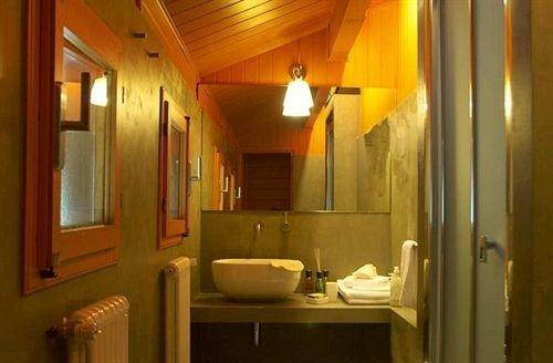 bathroom mirror sink property home cottage Suite mansion