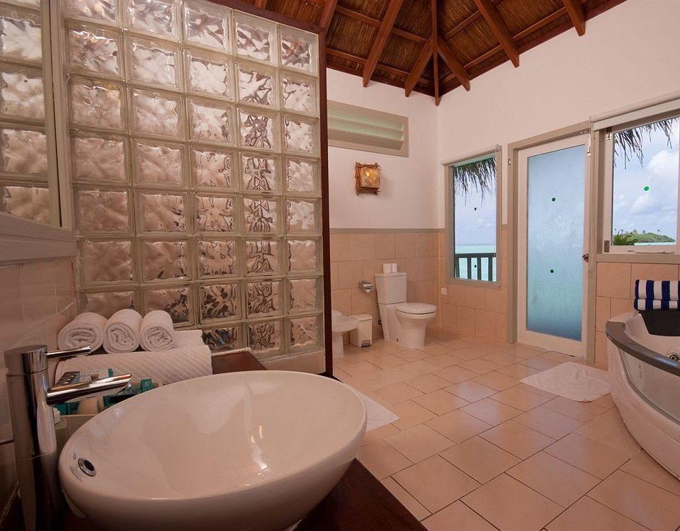 bathroom property home sink swimming pool cottage Suite tub tiled