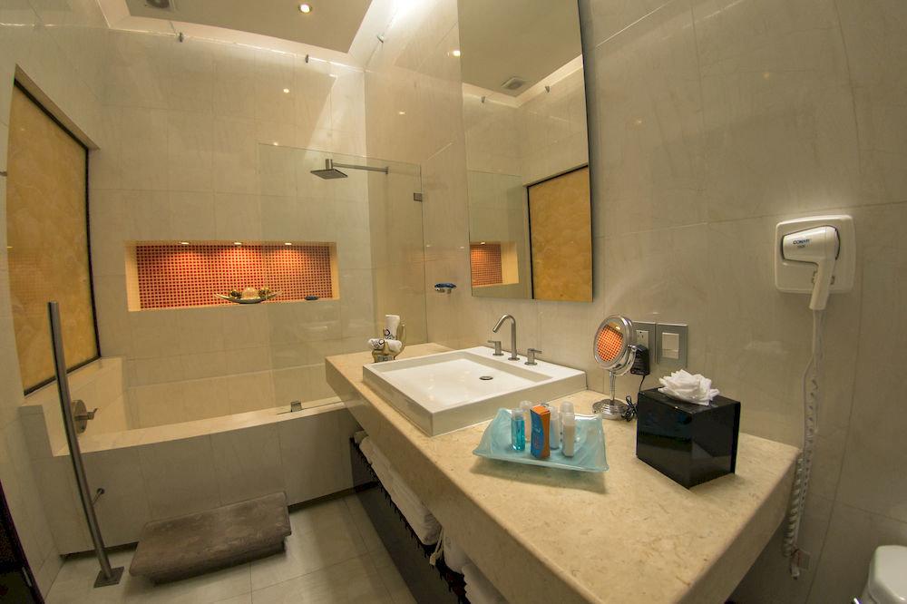 bathroom sink property home Suite toilet cottage