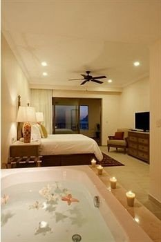 property swimming pool home cottage bathroom Suite