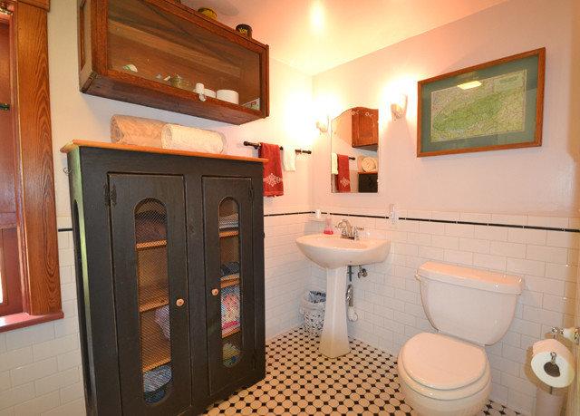bathroom toilet property home sink cottage Suite