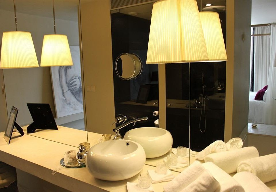 bathroom property mirror sink Suite home lighting living room white cottage
