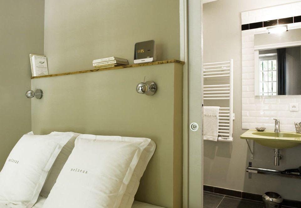 bathroom mirror property home Suite cottage