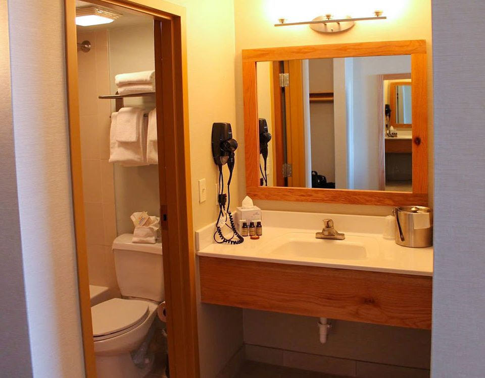 bathroom mirror sink property house toilet home Suite plumbing fixture cottage