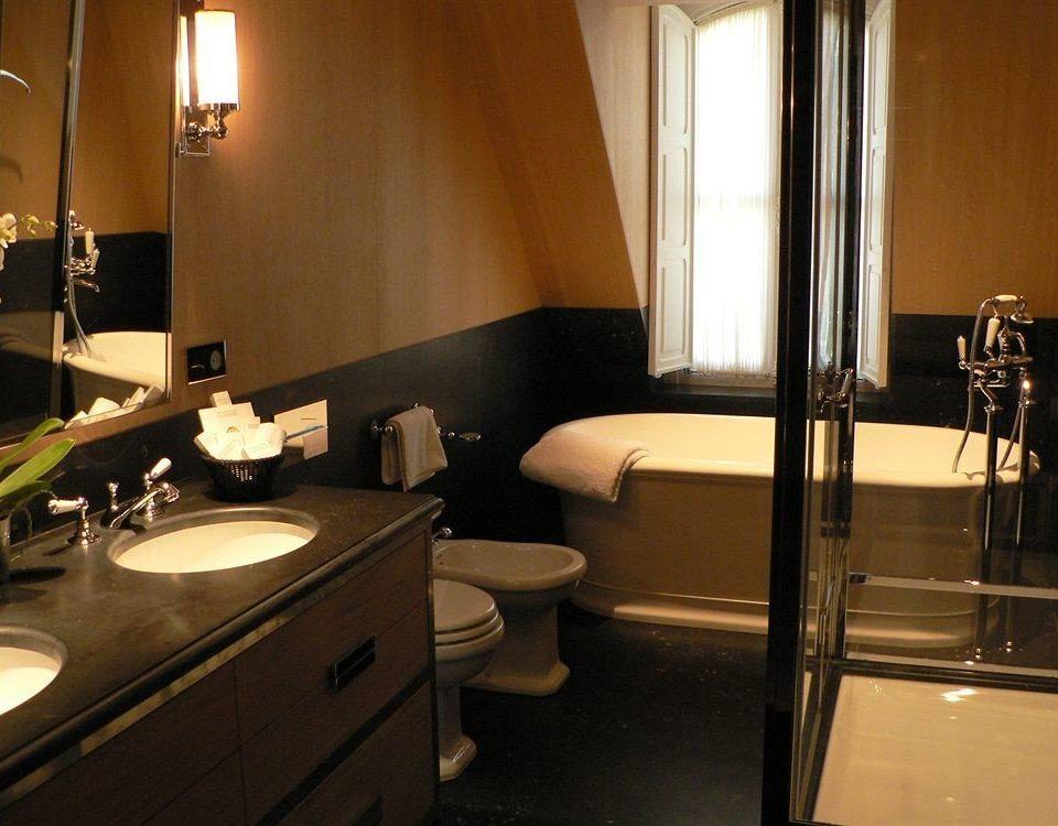 bathroom property sink Suite home lighting cottage