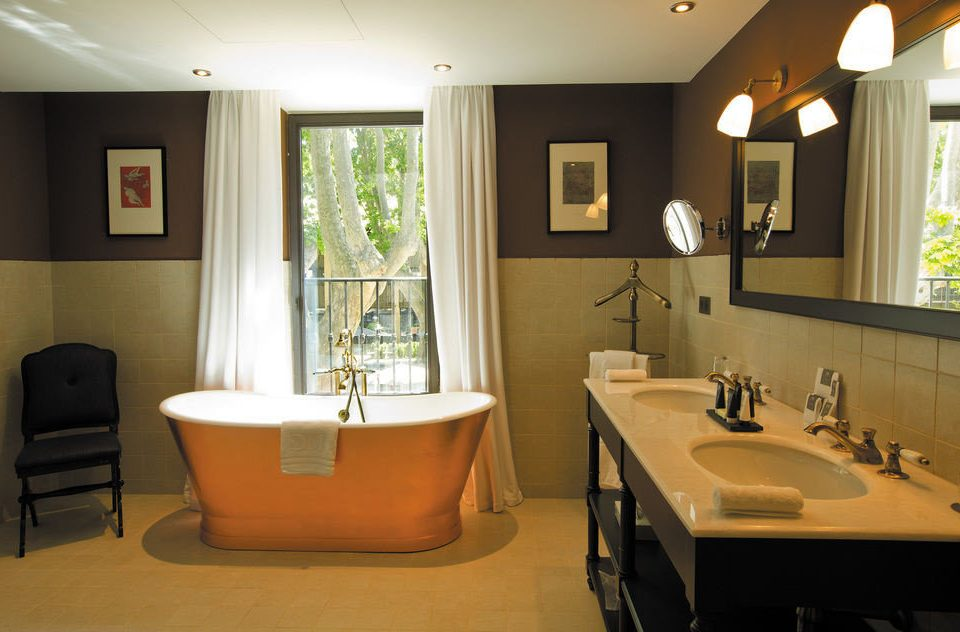 bathroom property home sink Suite living room cottage tub