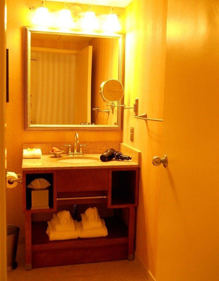 bathroom property mirror house sink Suite home toilet cottage towel