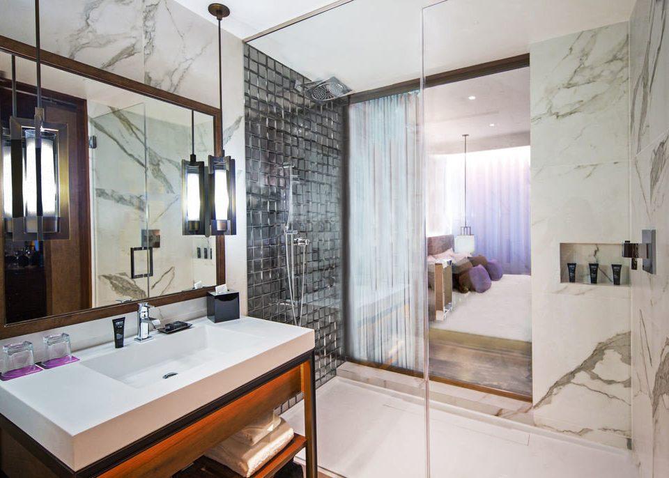 bathroom property sink home Suite cottage tiled