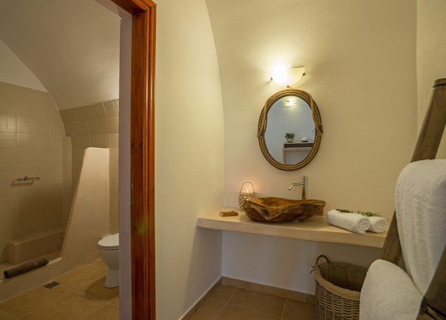 bathroom property house home Suite cottage