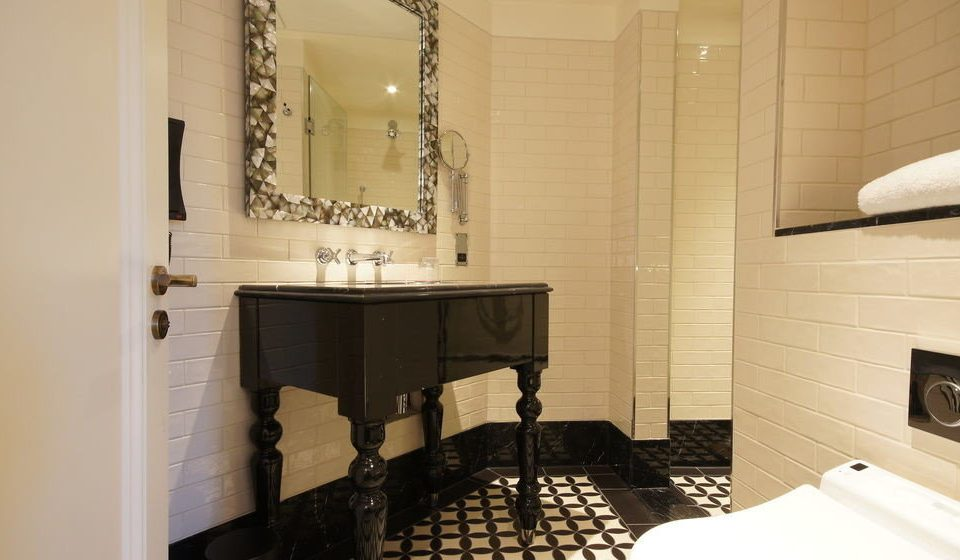 property bathroom home Suite cottage tile tiled