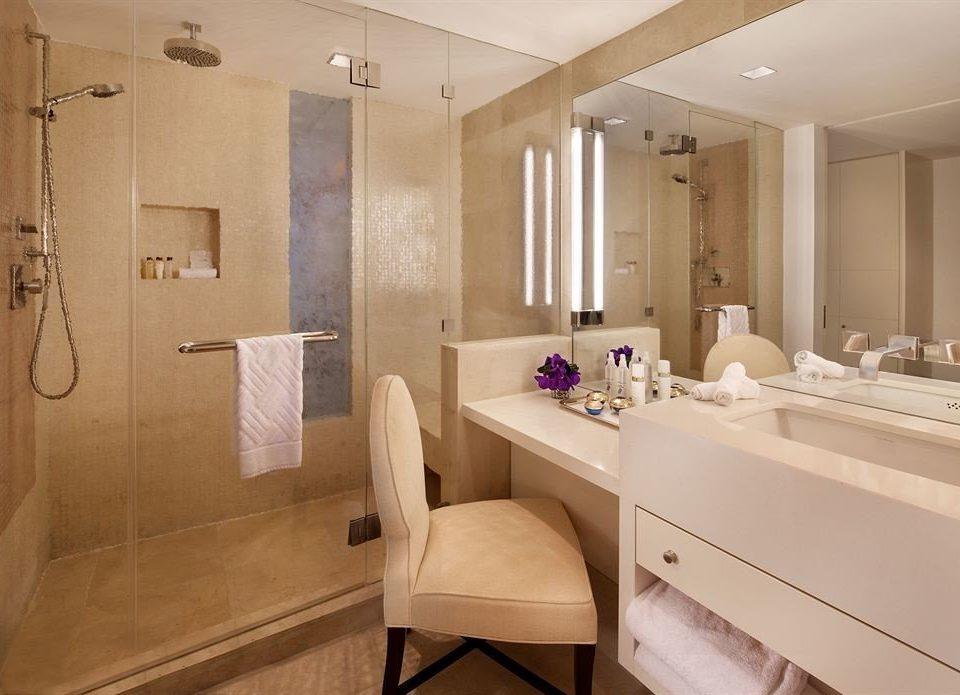 bathroom mirror sink property Suite home toilet towel cottage tile