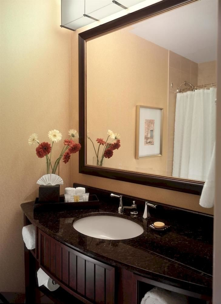 bathroom mirror sink property home Suite cottage