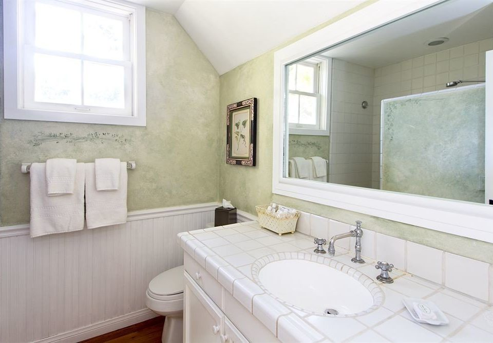 bathroom sink property mirror home cottage Suite painted tan