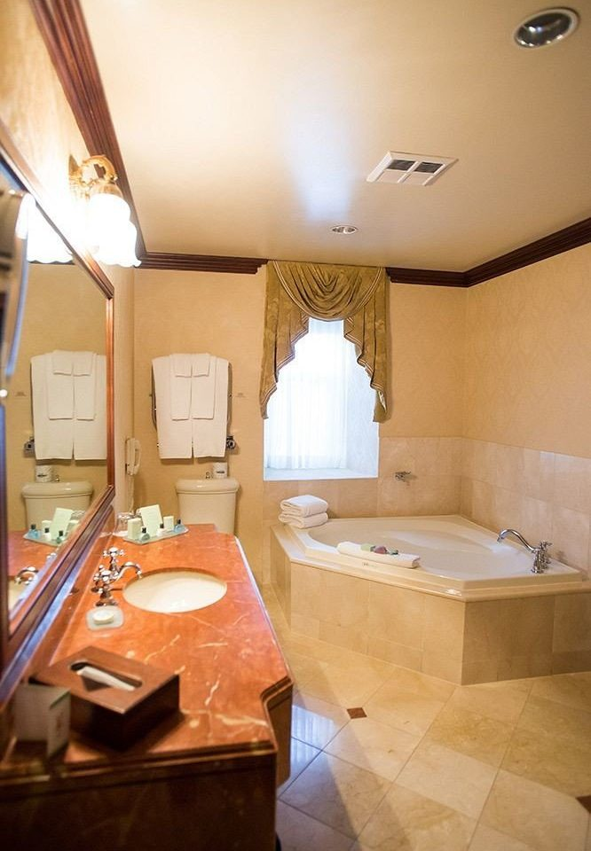 property Suite home cottage bathroom