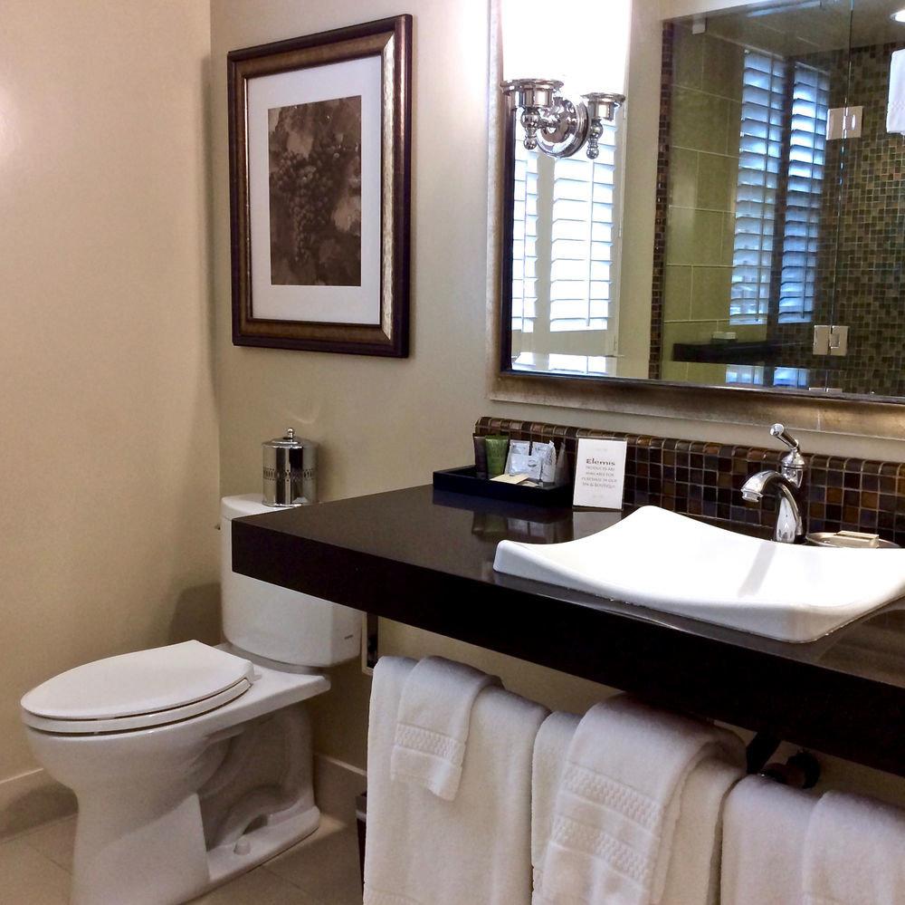 bathroom sink property mirror home cottage towel Suite plumbing fixture rack
