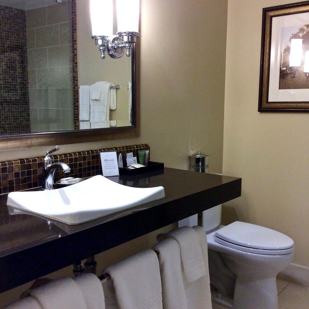 bathroom sink mirror property toilet towel home cottage plumbing fixture Suite rack tiled