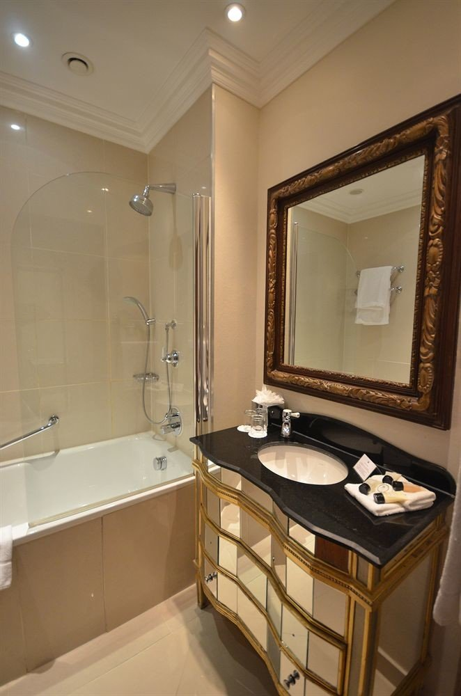 bathroom mirror sink property Suite toilet home cottage tile tan