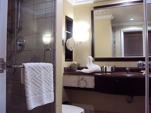 bathroom mirror property sink home Suite towel plumbing fixture cottage