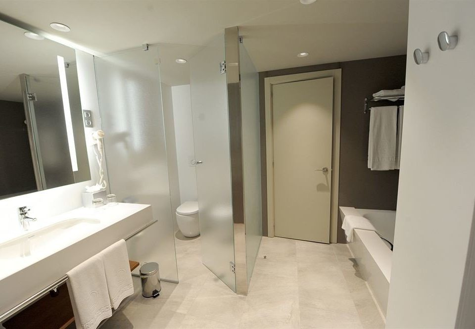 bathroom property home sink cottage plumbing fixture Suite