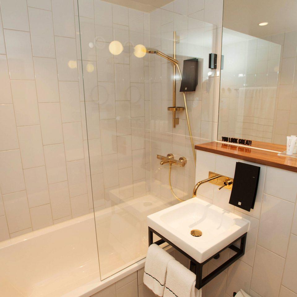 bathroom property home toilet cottage Suite tiled