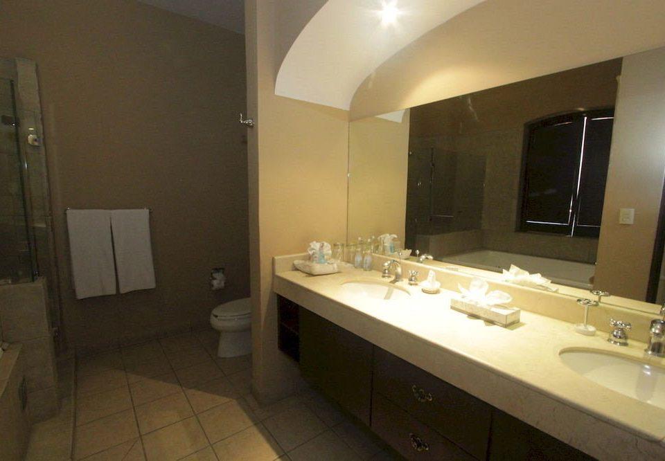 bathroom sink mirror property toilet Suite cottage tile tiled