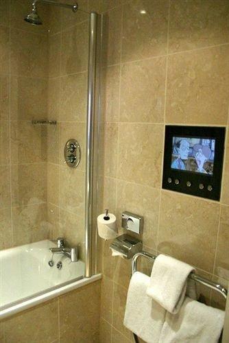 bathroom property sink plumbing fixture vessel Suite cottage toilet tan tiled