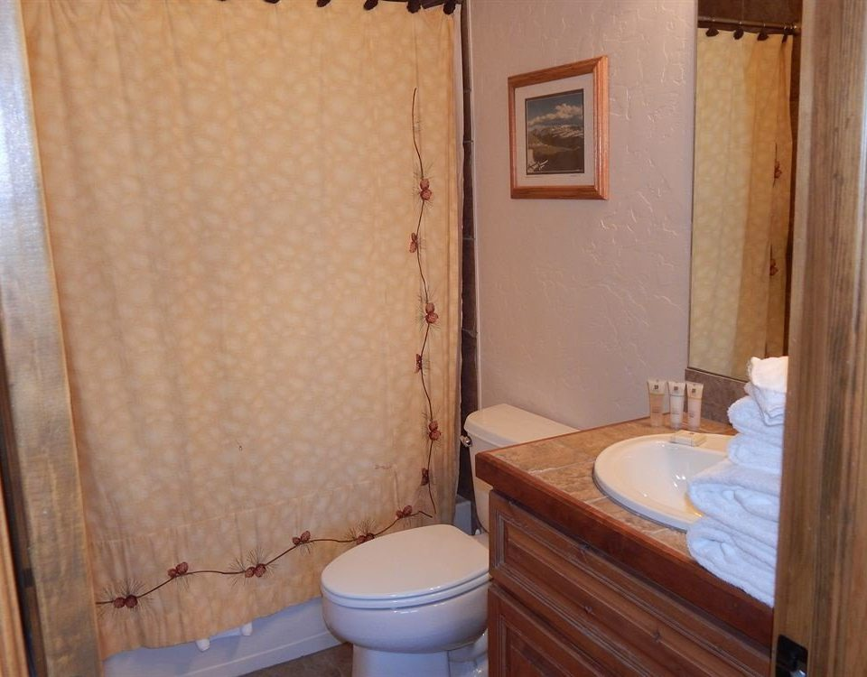 bathroom toilet property Suite cottage sink
