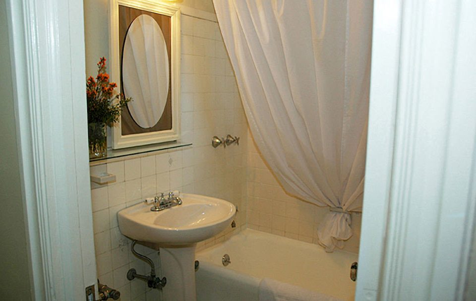 bathroom property sink white Suite cottage toilet