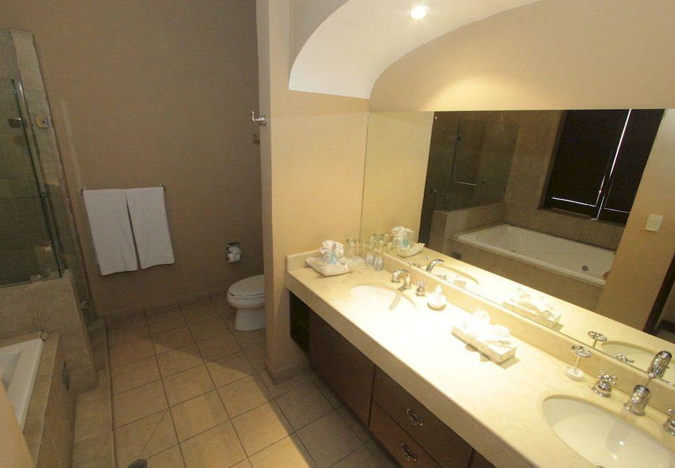 bathroom sink property toilet Suite cottage tile tiled