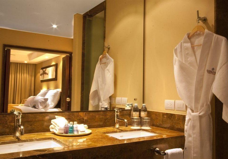 bathroom mirror sink home counter Suite towel