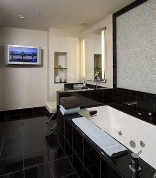 bathroom property countertop home sink Suite flooring tiled