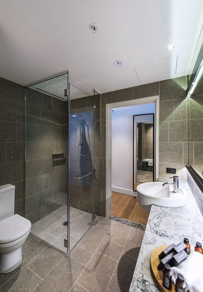 bathroom property toilet home plumbing fixture flooring public toilet Suite tiled tile