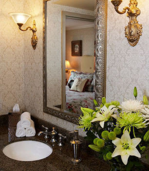 bathroom mirror property sink flower home living room Suite lighting