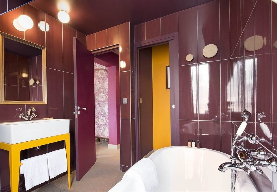 Suite home bathroom