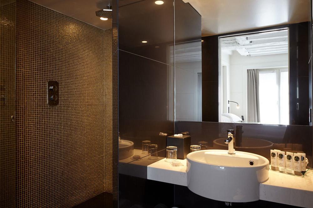bathroom mirror sink property Suite lighting home