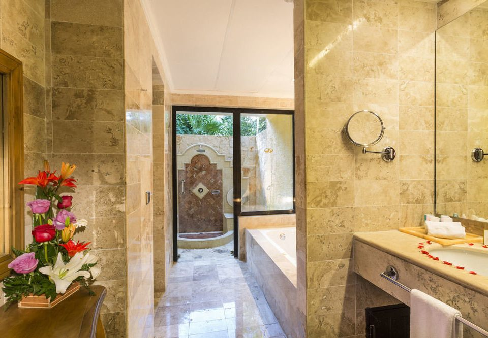 bathroom property home Suite mansion