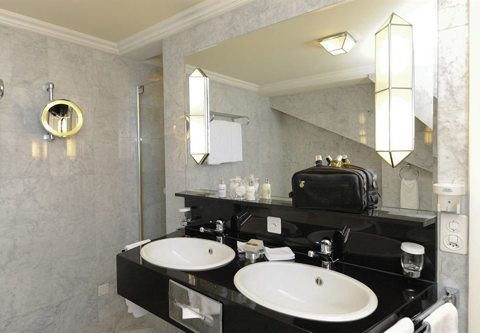bathroom mirror sink property toilet home Suite plumbing fixture