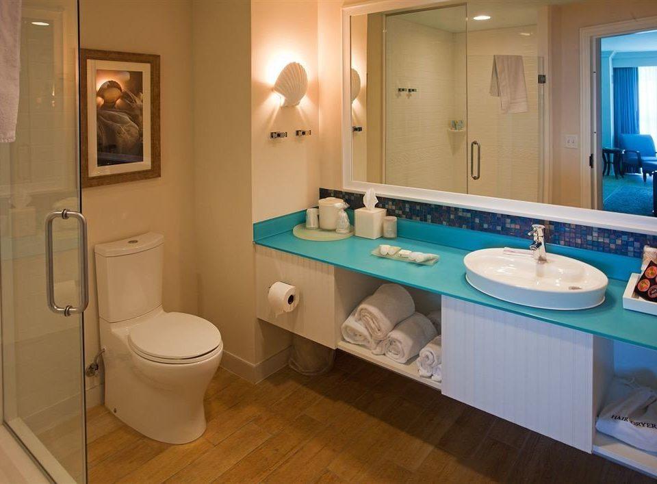 bathroom mirror sink toilet property swimming pool home Suite plumbing fixture
