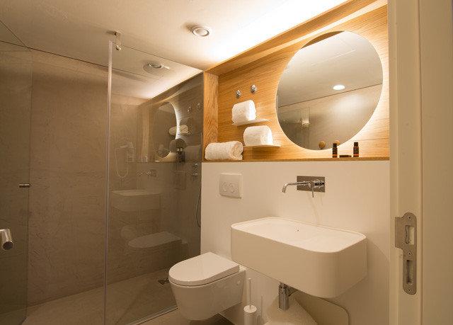 bathroom toilet property mirror sink home Suite