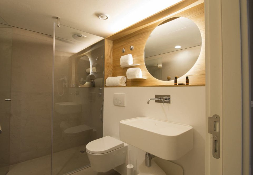 bathroom toilet mirror property sink home Suite