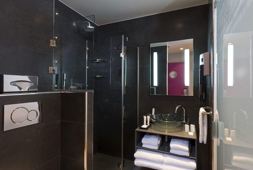 bathroom property toilet home plumbing fixture Suite sink stall tiled