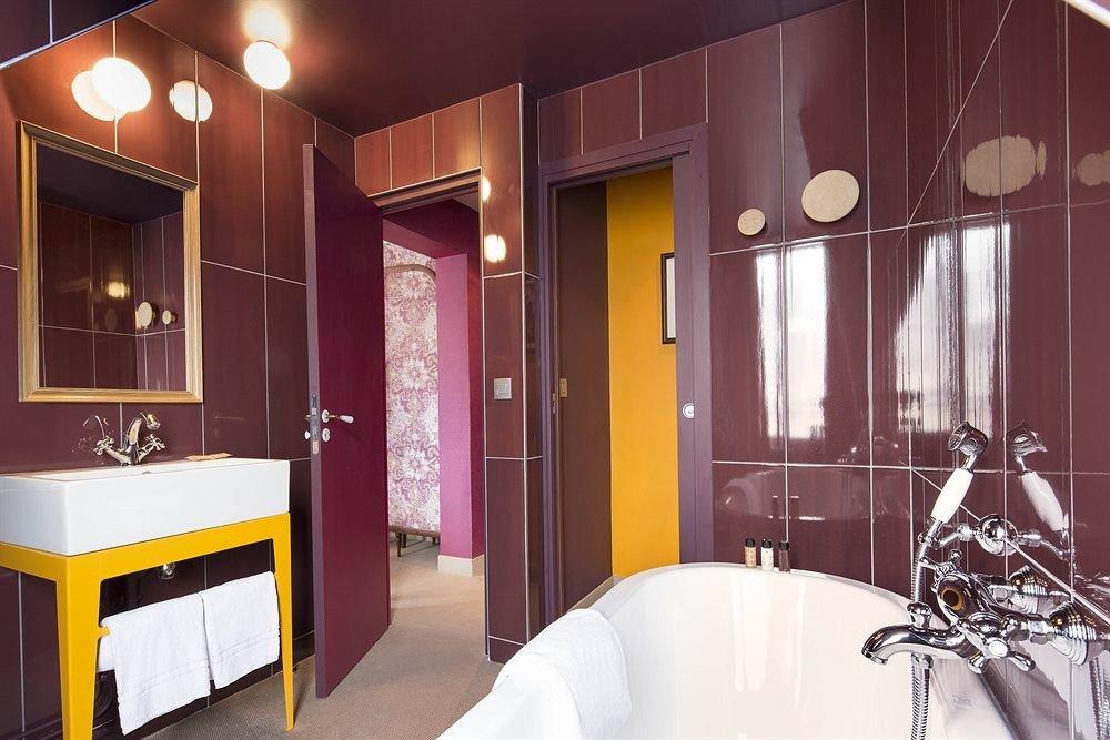 Suite home bathroom