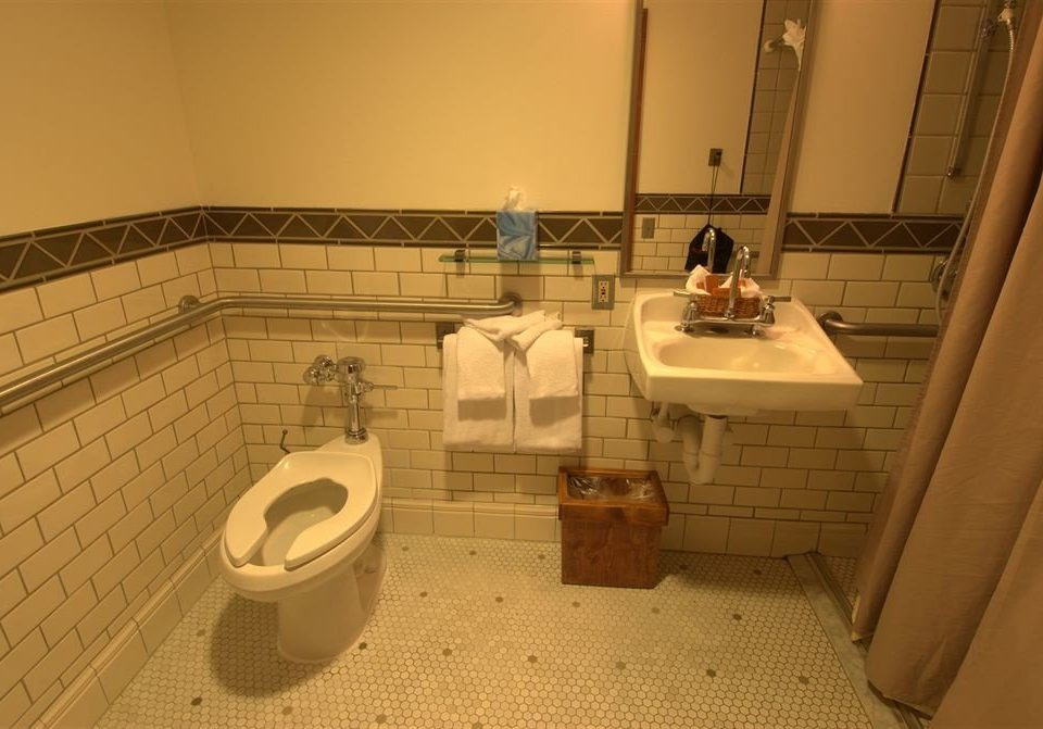 toilet bathroom property swimming pool plumbing fixture jacuzzi Suite tile trash public tiled