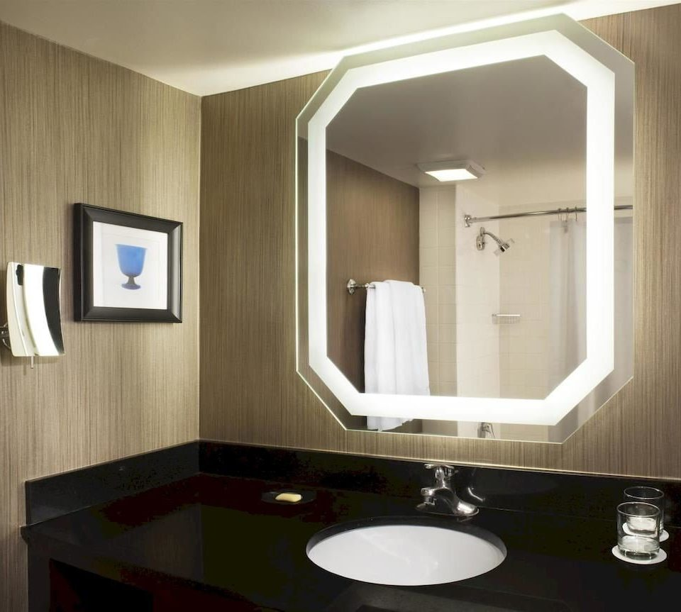bathroom mirror sink lighting Suite plumbing fixture toilet