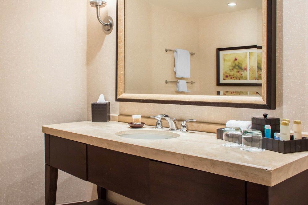 bathroom mirror sink property Suite plumbing fixture