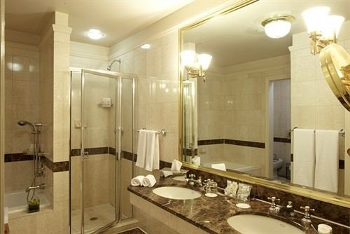 bathroom mirror sink property toilet Suite plumbing fixture